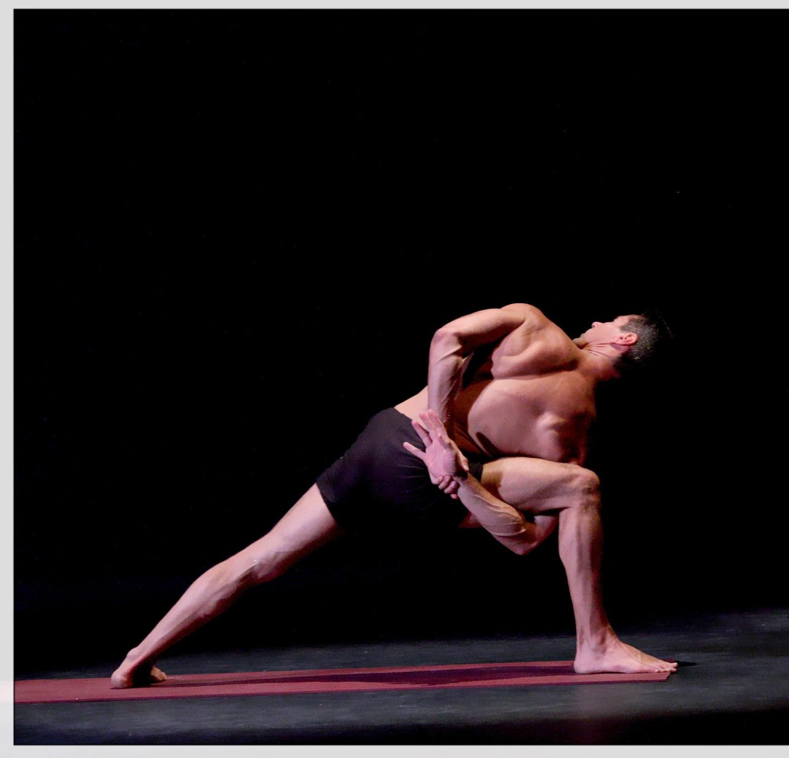 Photo de Philippe Blanc en pleine séance de Yoga